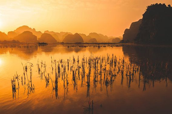 Zonsondergang in Trang An van Joris Pannemans