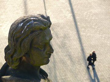 Otto het kind (Otto I) kijkt uit over het paleisplein van Ralf Schroeer