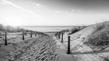 Strand in zwart wit van Dirk van Egmond