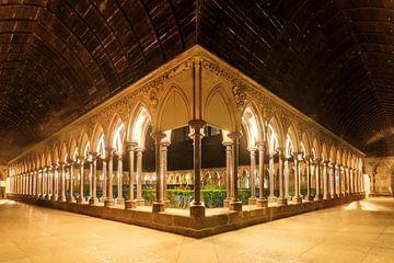 Kloostergang in de abdij van de Mont Saint-Michel van Dennis van de Water