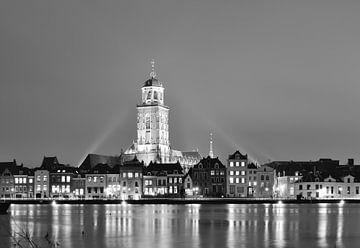 Deventer am Abend schwarz-weiß von Wiljo van Essen