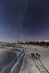 Skisporen onder de melkweg