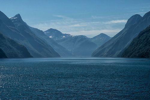 Blauw op zee in Noorwegen