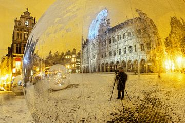 Grote Markt en de fotograaf van Stefan Havadi-Nagy