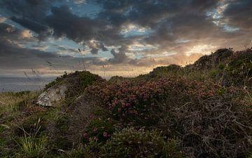 Een prachtige zonsondergang aan de Schotse kust
