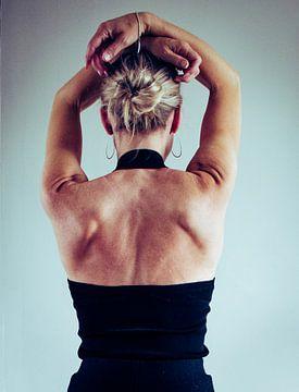 Woman's back,   in color. van Katja • W
