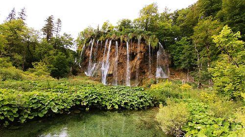 Waterval bij de Plitvice Meren. Plitvica Jezera van Stefan Speelberg