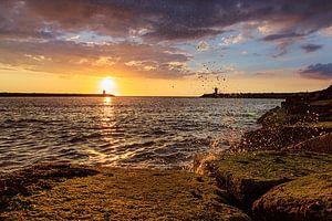 Havenhoofd Scheveningen tijdens de zonsondergang van