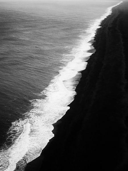 Black beach van Lex Schulte
