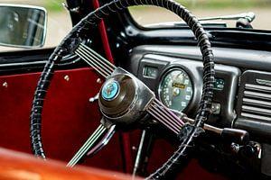Stuur en dashbord van een oldtimer auto