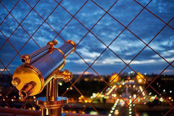 Verrekijker op de Eiffeltoren