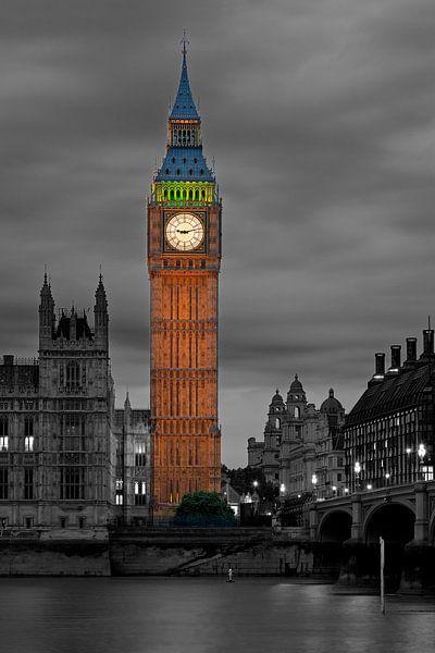 Nachtfoto Big Ben deels zwart / wit te Londen