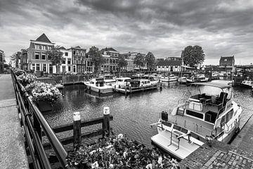 Innenhafen von Gorinchem (schwarz-weiß) von Danny den Breejen