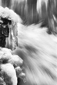 Wasserfall mit Eis