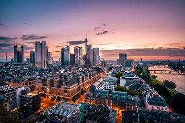 Frankfurt van boven, zonsondergang aan de rivier van Fotos by Jan Wehnert