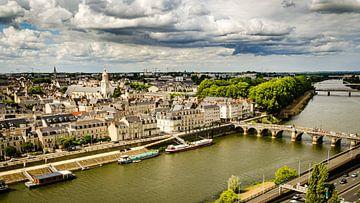 Landschap Oude Stad Kathedraal Brug en Loire in Angers Frankrijk van Dieter Walther