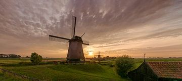 Drei Windmühlen in den Beemster Polder von Toon van den Einde