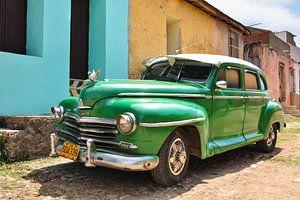Oude groene auto / oldtimer in cuba van