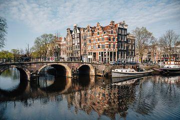 Kanal und alte Häuser im Jordaan, Amsterdam, Niederlande. von Lorena Cirstea