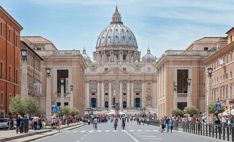 Zicht op de Sint-Pietersbasiliek in Vaticaanstad van Anouschka Hendriks