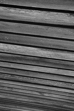 Lijnen van een overkapping in zwart-wit van Anne van de Beek