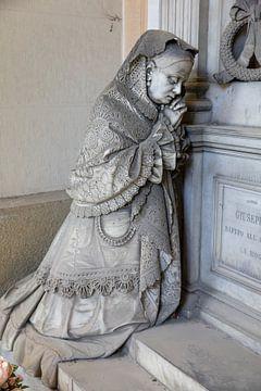 Kniende Dame betend von Joost Adriaanse