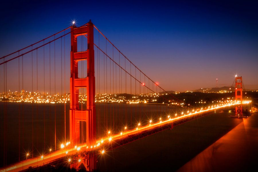 Golden Gate Bridge in de avond van Melanie Viola