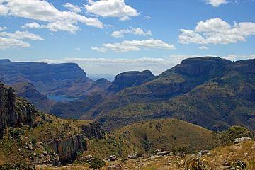 Blyde River Canyon en Afrique du Sud avec les Trois Rondavels de l'autre côté sur Discover Dutch Nature