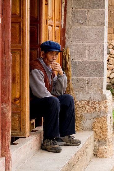 Chinese man in deuropening