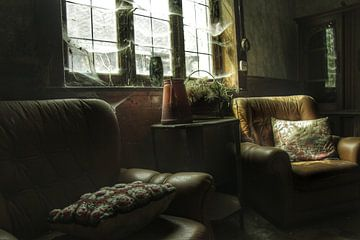 Een verlaten huiskamer in een verlaten huis van Melvin Meijer