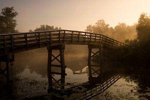 Brug over Dwarsgracht, Giethoorn, bij zonsopkomst van