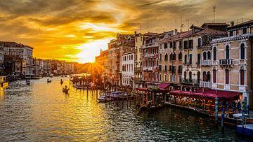 Venise - Grand Canal au coucher du soleil sur Teun Ruijters