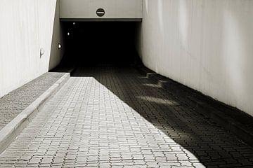 Uitgang van een parkeergarage in Maagdenburg van Heiko Kueverling