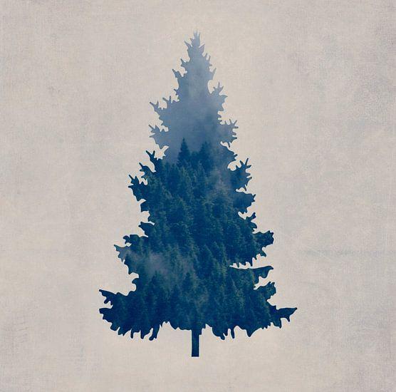 Foggy Forest Tree van Robin Dickinson