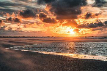 Prachtige zonsondergang op het strand van Steffen Peters