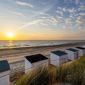 Texel Paal 15 strandhuisjes zonsondergang van Texel360Fotografie Richard Heerschap