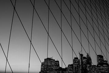 Brooklyn-Brücke (schwarz-weiß) von Tom Lecram