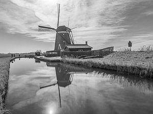 molen reflectie zwart-wit van