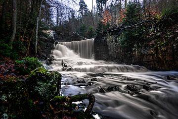 Prachtige grote waterval in Zweedse Byklevsfallet Trollhättan van Fotos by Jan Wehnert