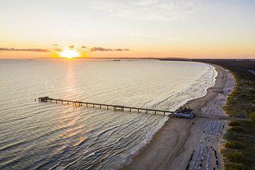 Seebrücke in Ahlbeck auf der Insel Usedom bei Sonnenaufgang von Werner Dieterich