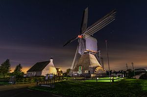 Windmolen bij nacht