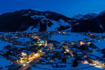 Hollersbach bei Nacht im Winter Luftaufnahme von Daniel Kogler