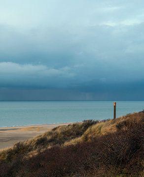 Sea beach and clouds sur Eelke Cooiman