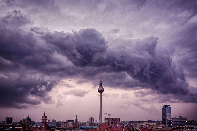 Unwetter über Berlin von Pierre Wolter