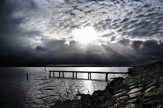 Durgerdam, Ijsselmeer bij zwaar weer. van Teun IJff