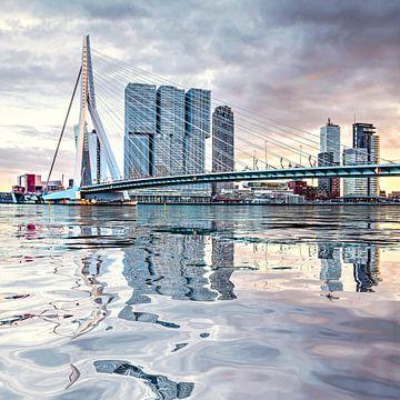 Waterspiegeling Erasmusbrug van Frans Blok
