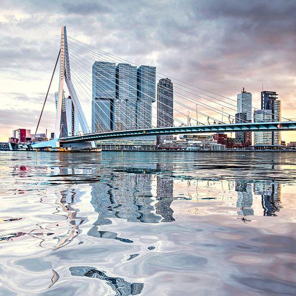 Réflexion de l'eau Pont Erasmus Rotterdam sur Frans Blok