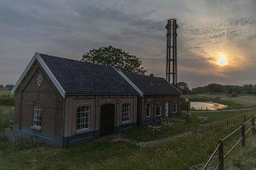 Zonsondergang bij Gemaal oude Rijn Pannerden van Paul Veen