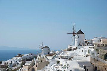Windmolens in Oia op Santorini van Barbara Brolsma