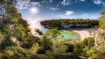 Cala Llombards baai in Mallorca. van Fine Art Fotografie